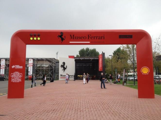 Централния вход на музея