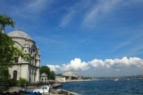 Босфора и двореца Долма Бахче