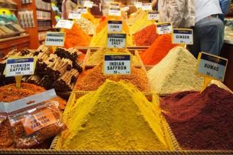 Изобилие от подправки на Eгипетския пазар