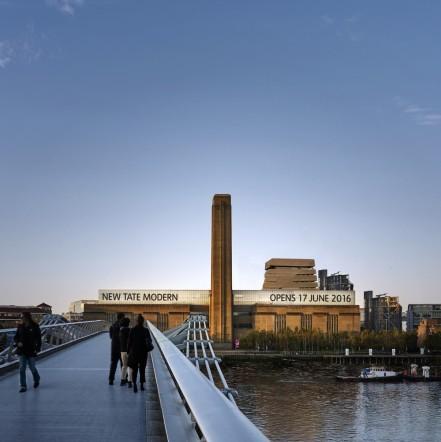 Фасадата на TATE Modern от моста Millennium