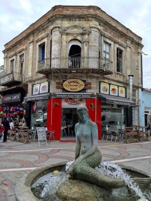 Фонтан на главната търговска улица в Одрин