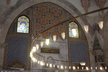 Интериора на Юч Шерефели джамия