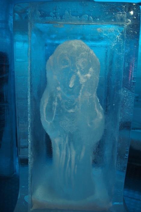 """Ледена скулптура """"Викът"""" на Едвард Мунк"""