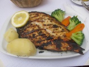 Риба с морска сол на скара