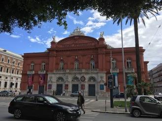 Театър Петруцели