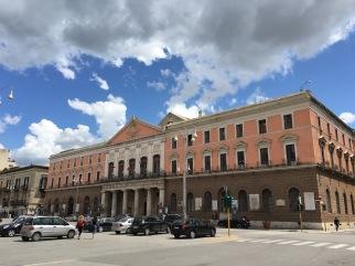 Театър Пичини
