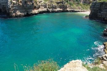 Цветът на водата край Полиняно а маре