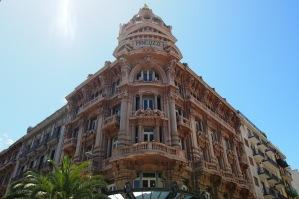 Фасада на ул. Спарано да Бари