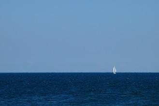 В морето