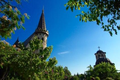 Замъкът и параклиса