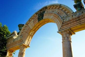 Копие на Адриановата арката в Истанбул