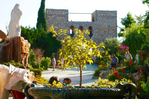 В двора на замъка