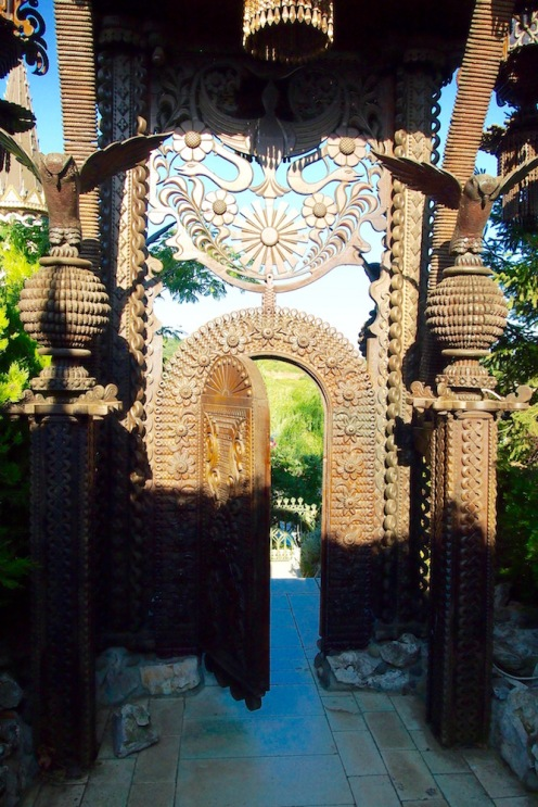 Дървената порта