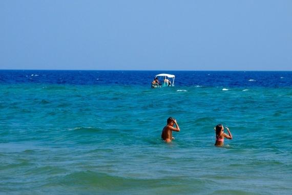Морето край плажа Керамоти
