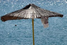 Под сламения чадър