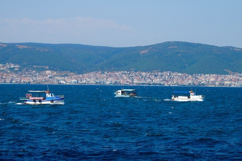 Корабчета в морето между Несебър и Св.Влас