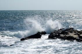 Плисъкът на водата в скалите
