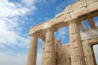 През 437 пр.н.е. - 432 пр.н.е. Мнезикъл проектира и построява Пропилеите – монументалния вход на Акропола в Атина.