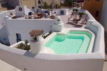 Хотел във Фира