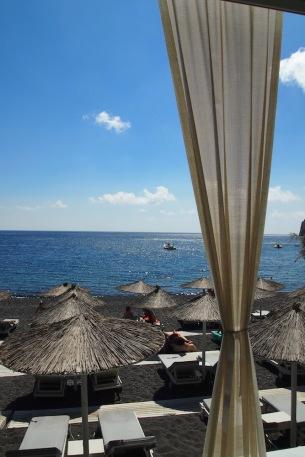 Черният плаж Камари
