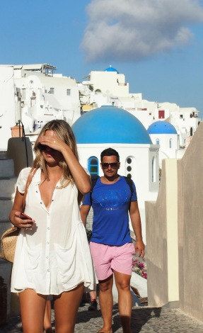 Туристи в Ия