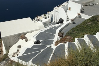 Фиростефани с очарователната си цикладска архитектура