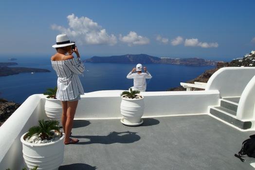 Санторини и неговите туристи