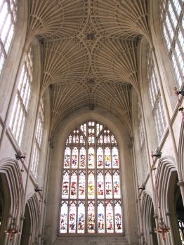 Великолепните стъклописи в абатството на Бат