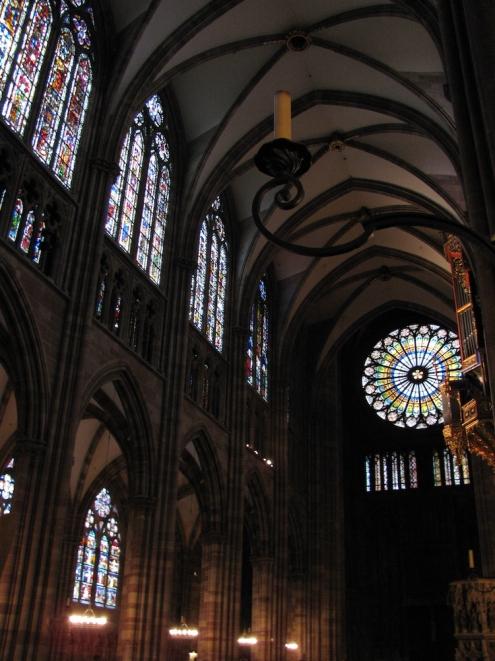 Интериора на катедралата Нотр Дам дьо Страсбург