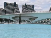 Един от мостовете в града на изкуствата и науката