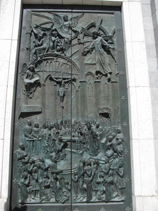 Порта на катедралата Алмудена
