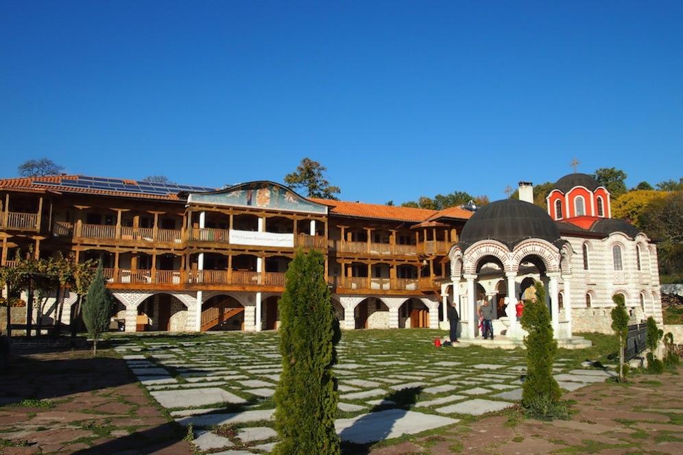 Новата част на манастира