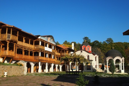 Двора на Гигинския манастир