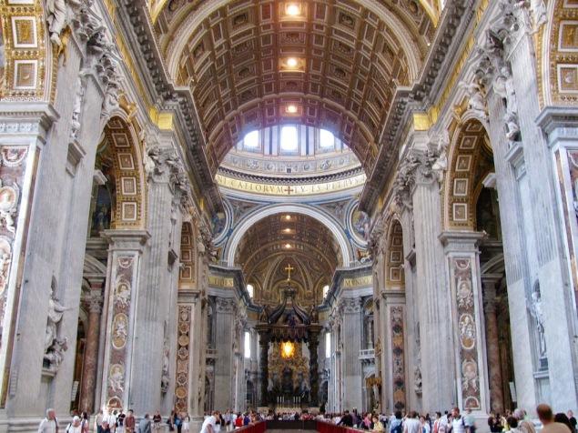 Пищният интериор на Свети Петър