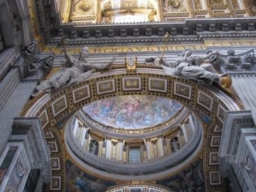 Детайли от интериора на базиликата