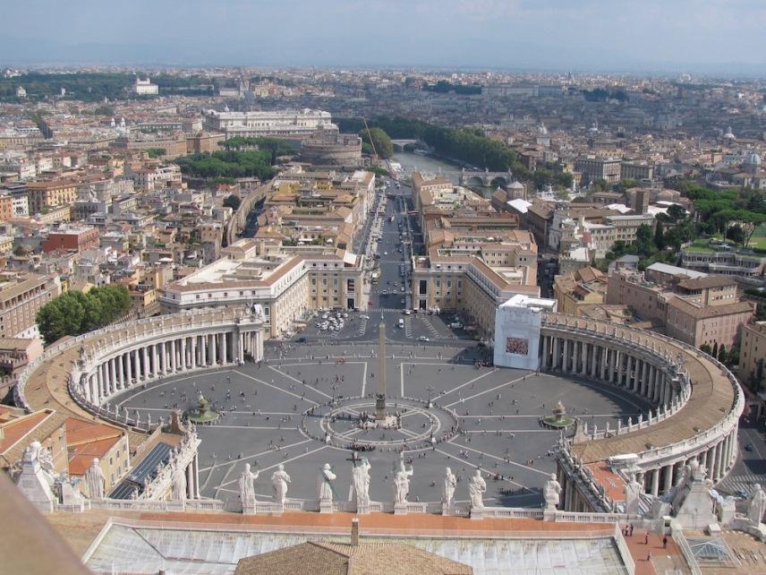Панорама към площад Свети Петър