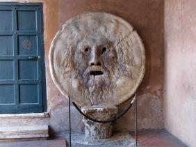 Устата на истината - Намира се на портика на църквата Санта Мария ин Космедин в Рим