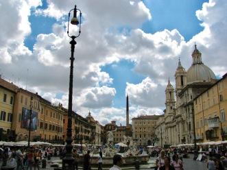 Площад Навона е един от най-красивите площади в Рим.