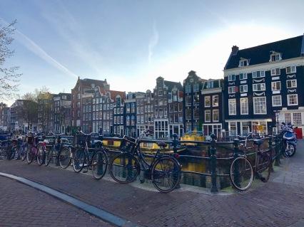 По каналите на Амстердам