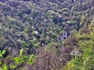 Частна постройка в средновековен стил, която не е част от крепостта Урвич.