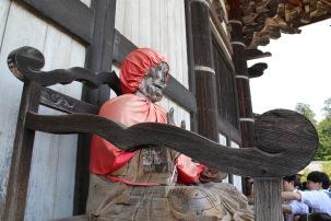 Статуя пред храма Тодай-джи