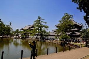 Езерото пред първата порта на храма Тодай-джи