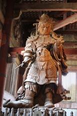 Една от статуите в храма Тодай-джи