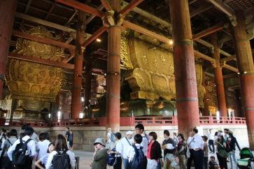 Хиляди туристи минават на ден в храма Тодай-джи.