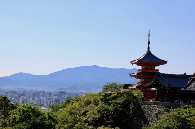 Киото от храма Кийомидзу-дера
