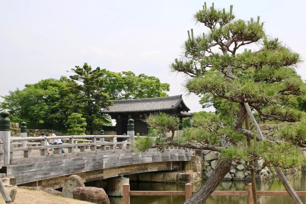 Моста към замъка