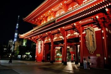Втората порта - Хозомон на храма Сенсо-джи.
