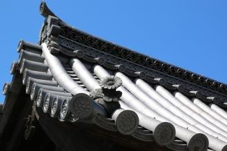 Съвършенни детайли от покрива на замъка Ниджо
