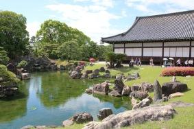 В градината на замъка Ниджо