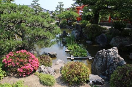 В градината на храма Санджусангендо, Киото